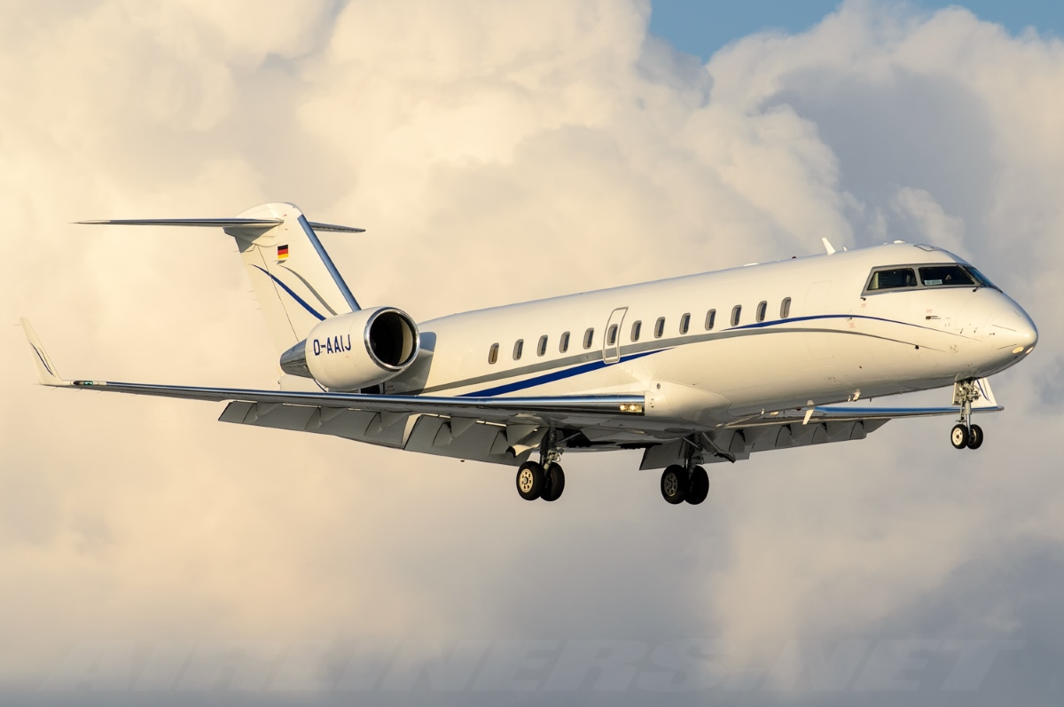 D-AAIJ ImperialJet Private Jet Charter Challenger 850