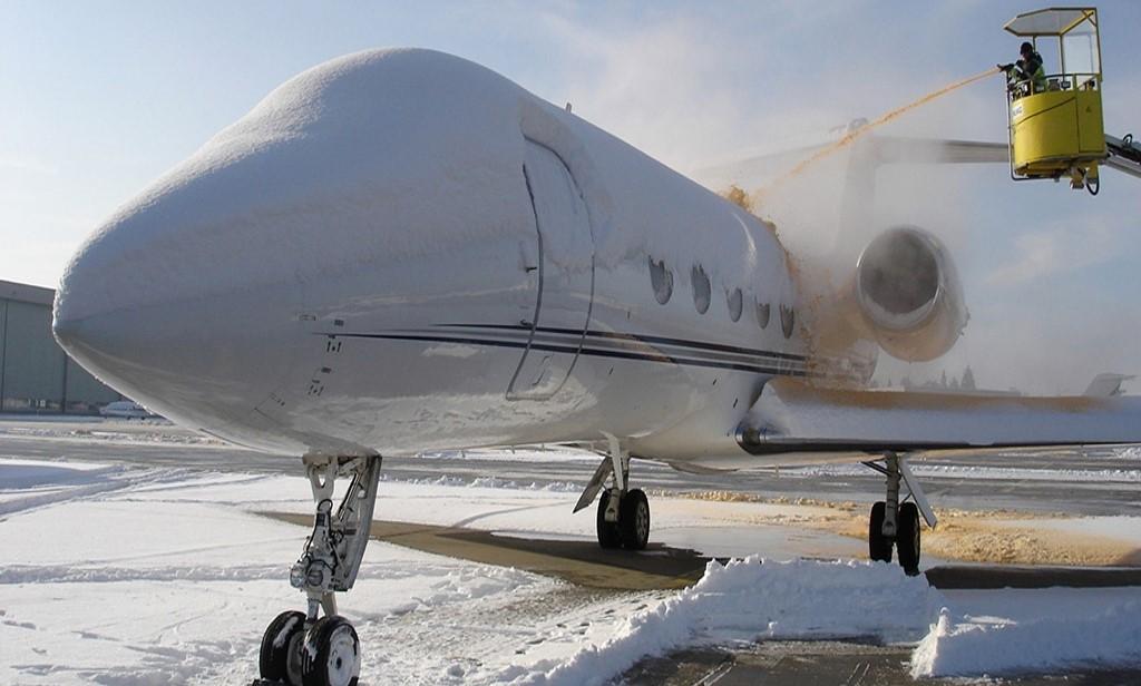 Private jet de-icing